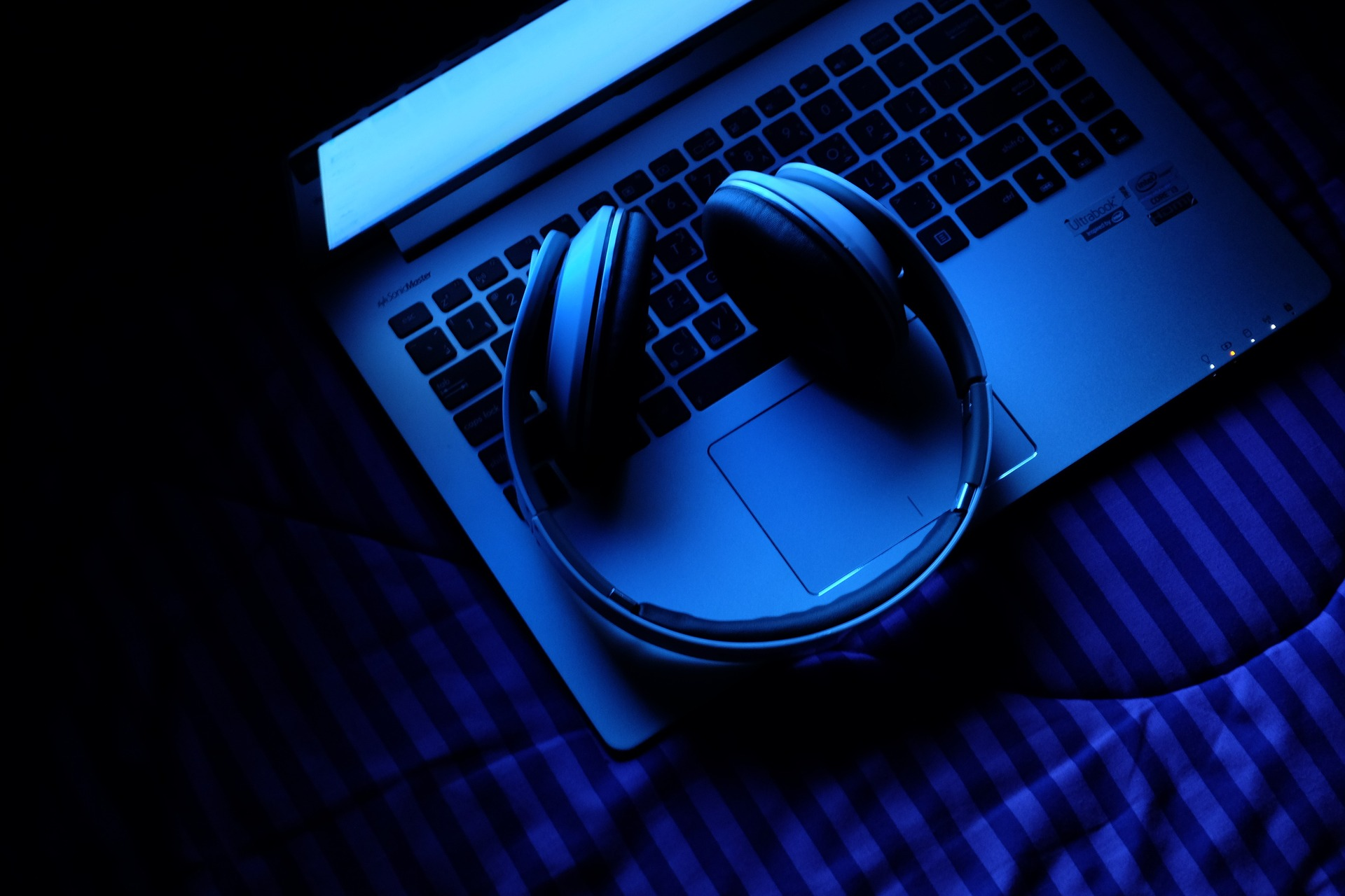 The Best Bluetooth Headphones for Travel — Vagabondish