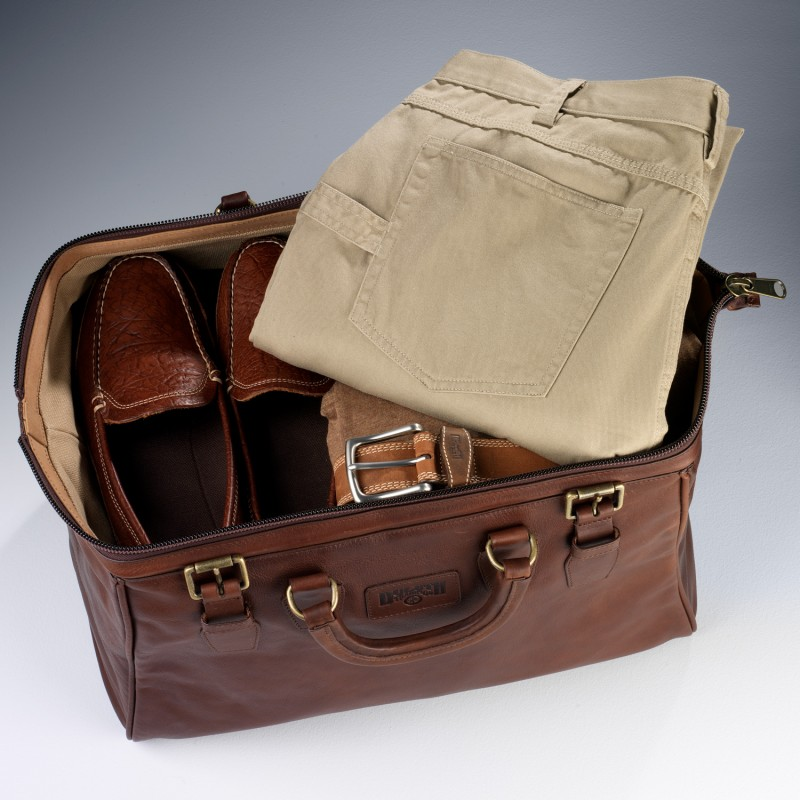 0842b581b9702 Duluth Trading s AWOL Bag Is a Timeless Weekender