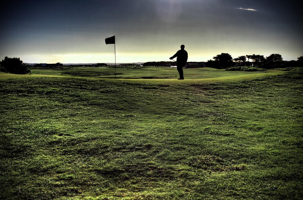 Golfing, Victoria, Australia