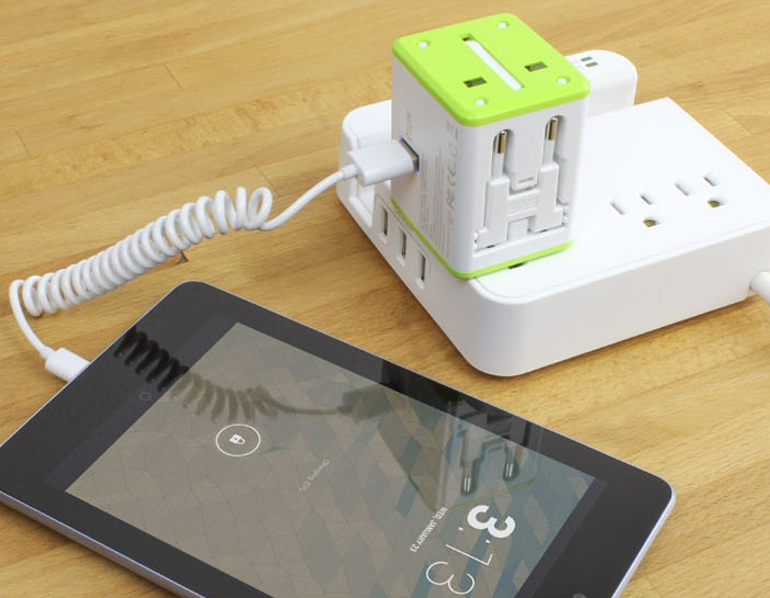 Satechi Smart Travel Router & Adapter