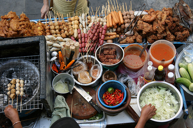 The Hungry Traveler: 8 Street Foods You Absolutely Must Try — Vagabondish