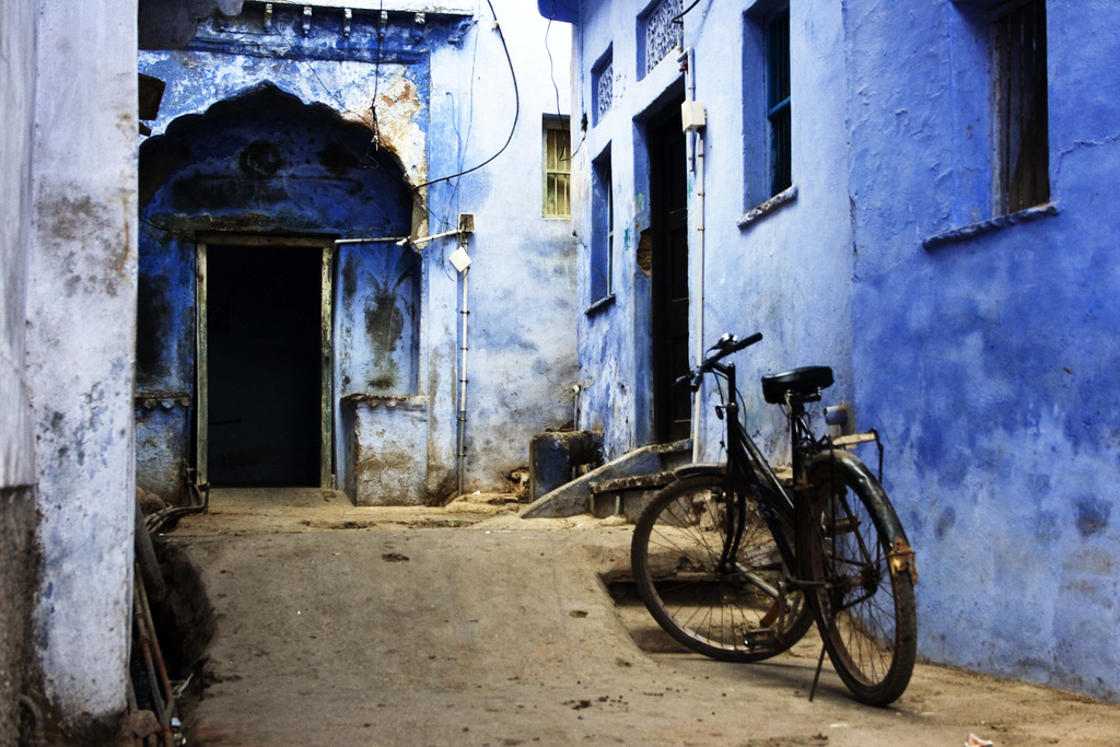 Bicycle in alley in Bundi, India